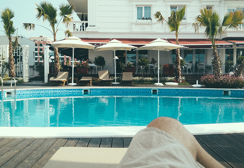 hotel-poolside-relaxation-121801